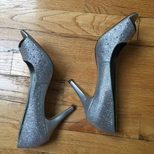 Style & Co Silver Heels Size 9.5